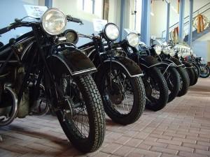 Oldtimer Mottoraeder-300x225 in Motorrad Lederjacke